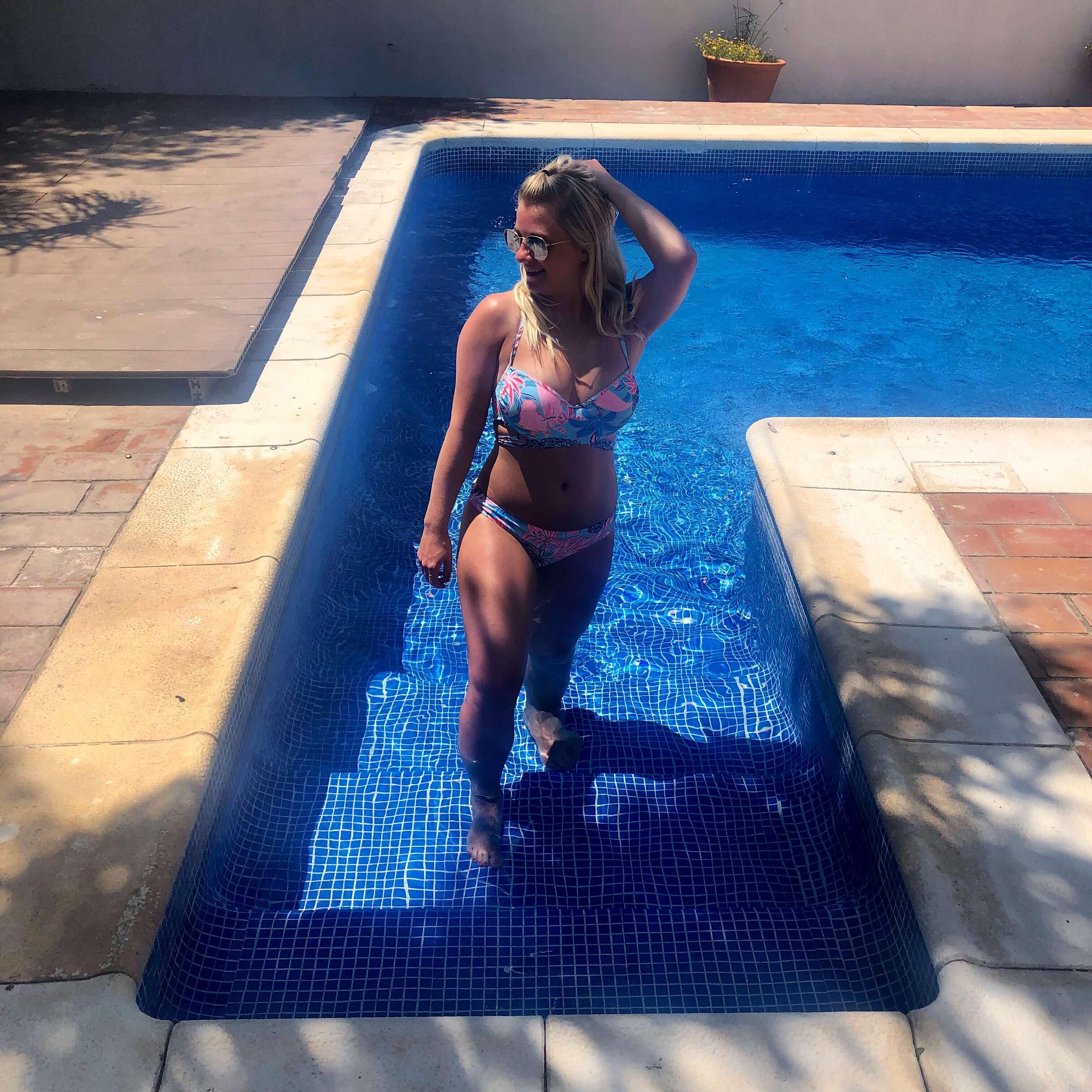 Clickstay villa pool
